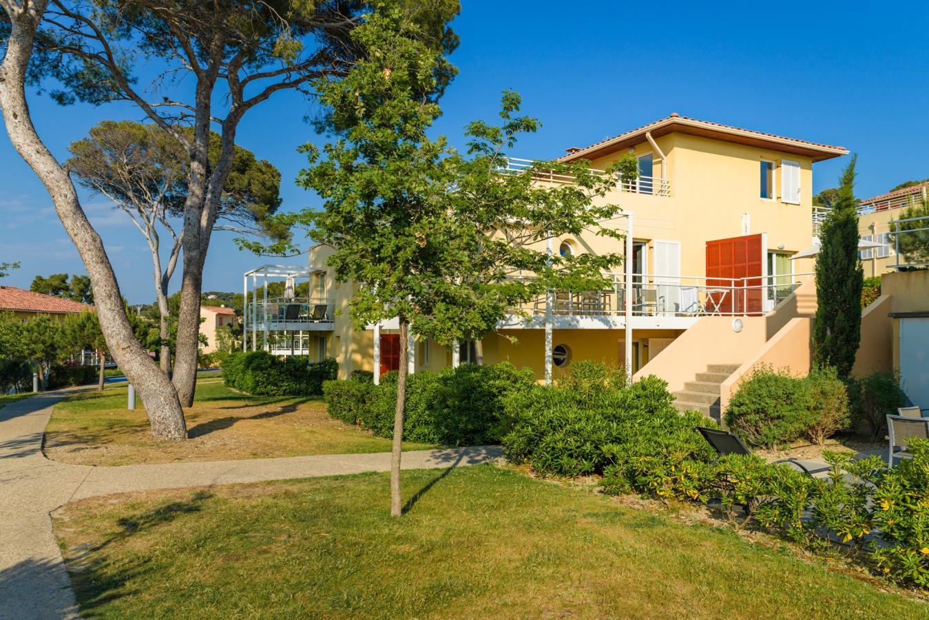 les terrasses des embiez location bord mer six fours les plages. Black Bedroom Furniture Sets. Home Design Ideas